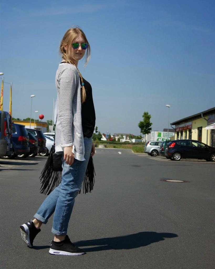 Boyfriend Jeans and Nike Thea