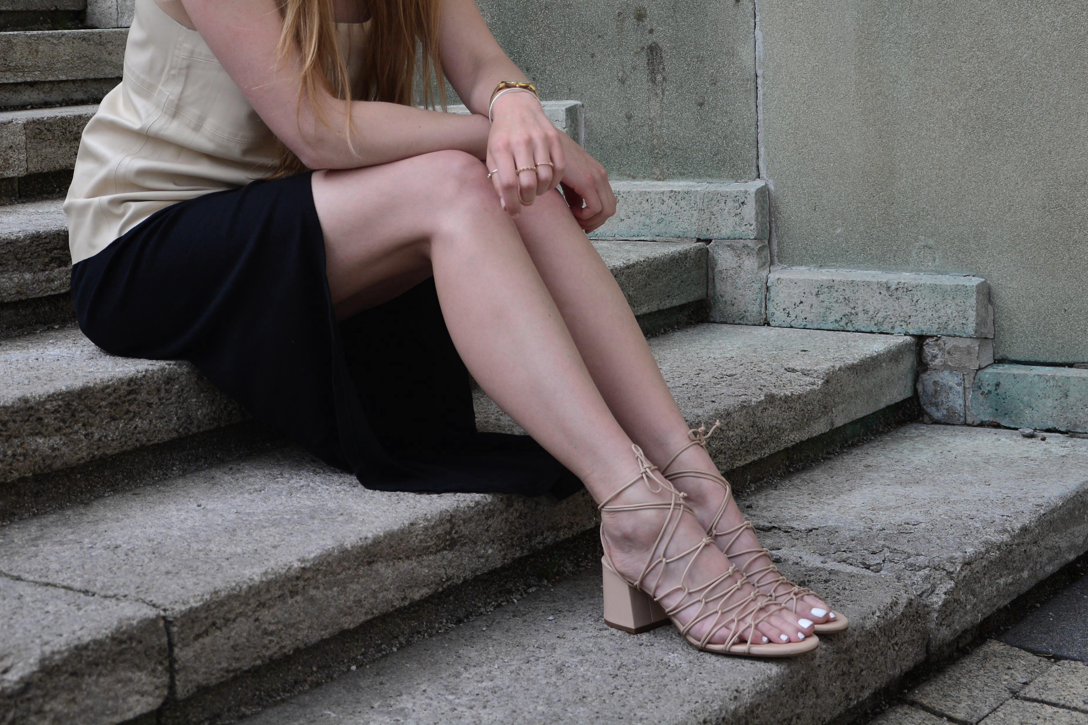 NUDE LACE-UP