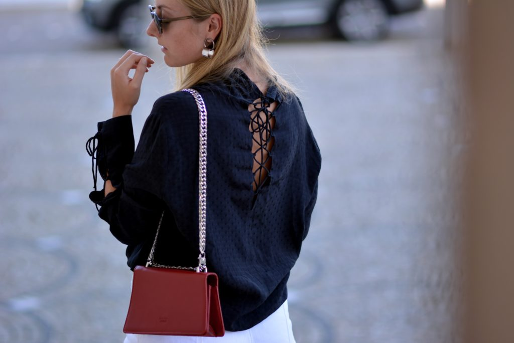 WHITE DENIM & LACE-UP