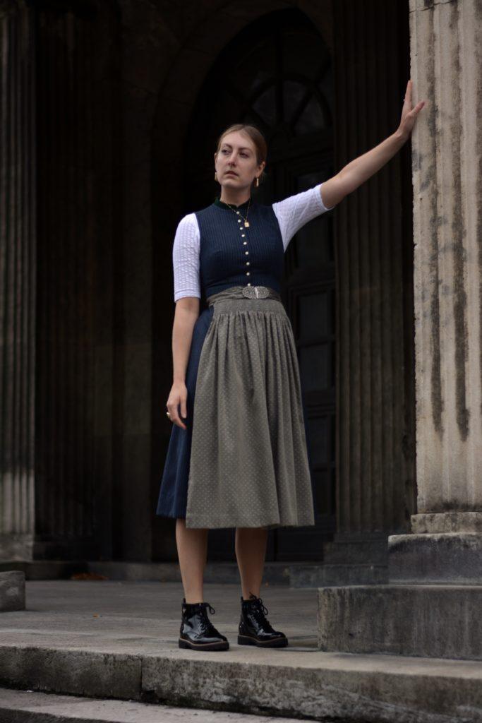 Outfit Wiesn Look Deichmann Schuhe und Gottseidank Dirndl